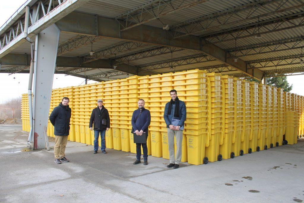 Žute kante za prikupljanje otpada