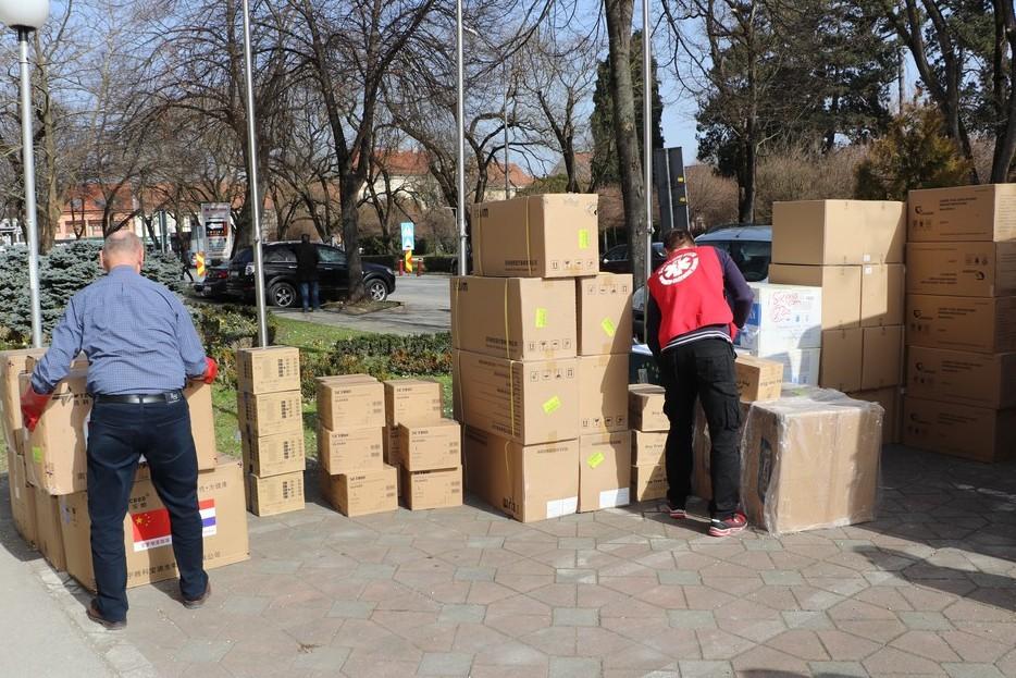 Preuzimanje nove pošiljke zaštitne medicinske opreme