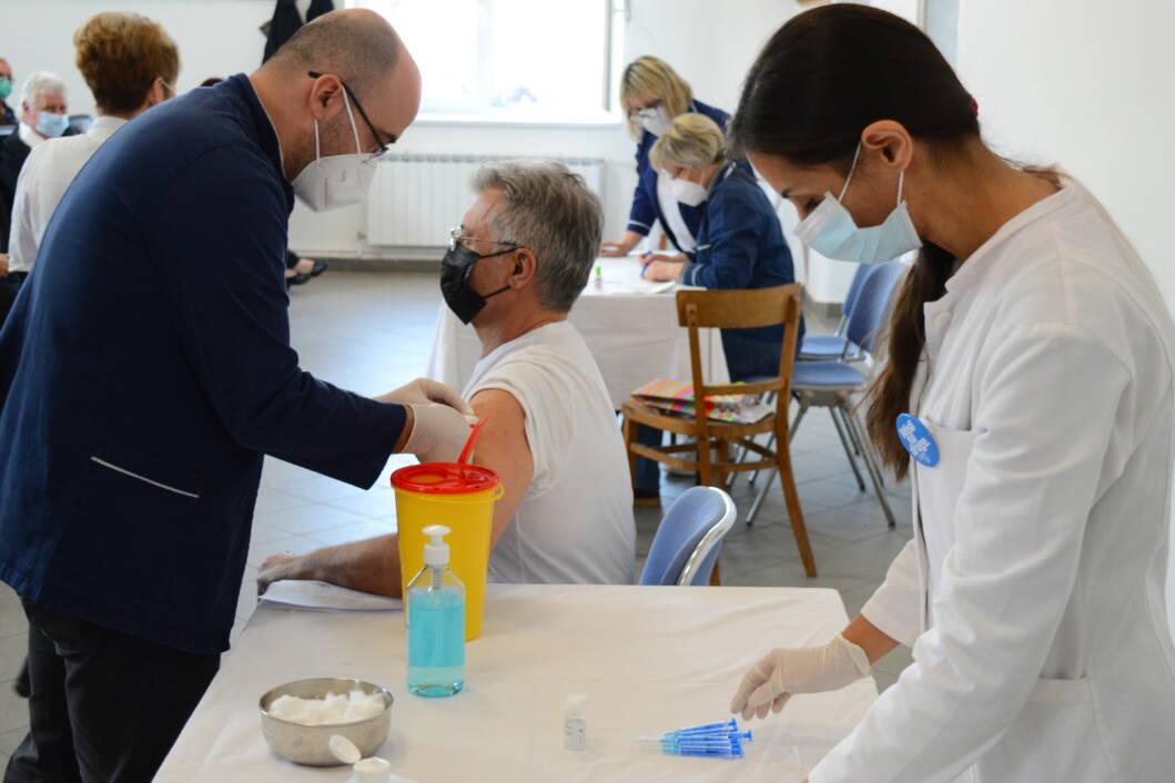 Cijepljenje protiv koronavirusa u Rasinji