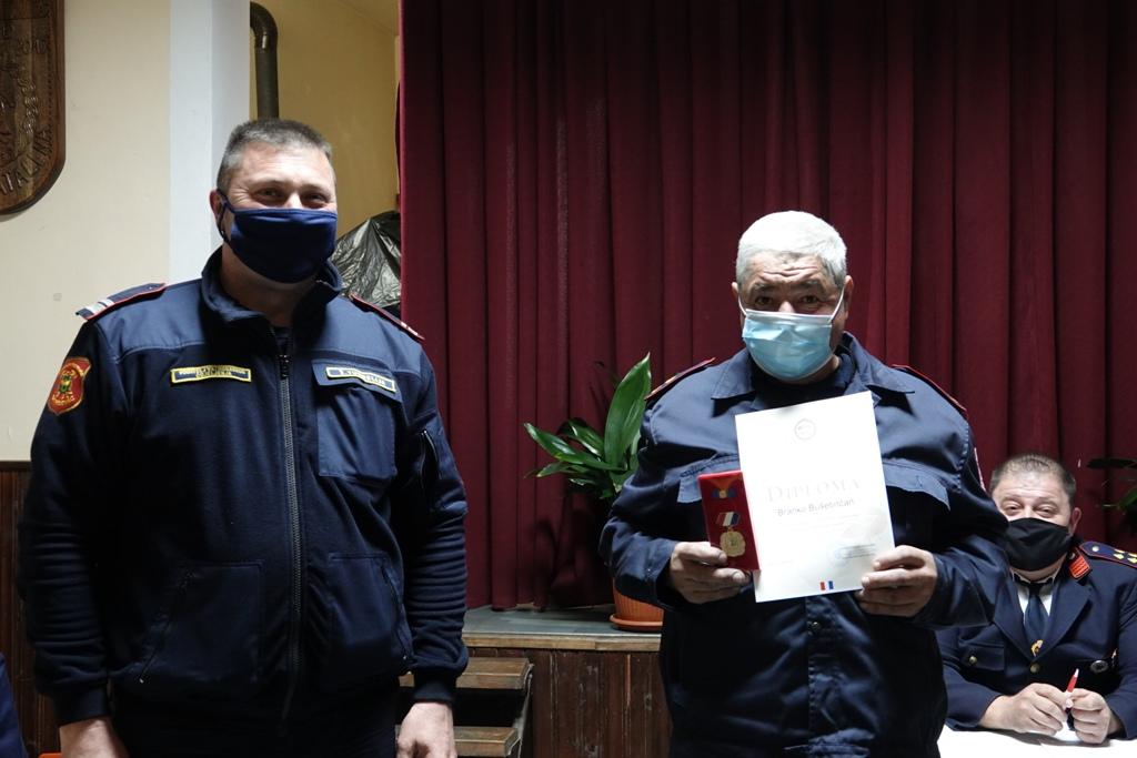 Branku Bušetinčanu podijeljena diploma za doprinos i aktivnost u DVD-u