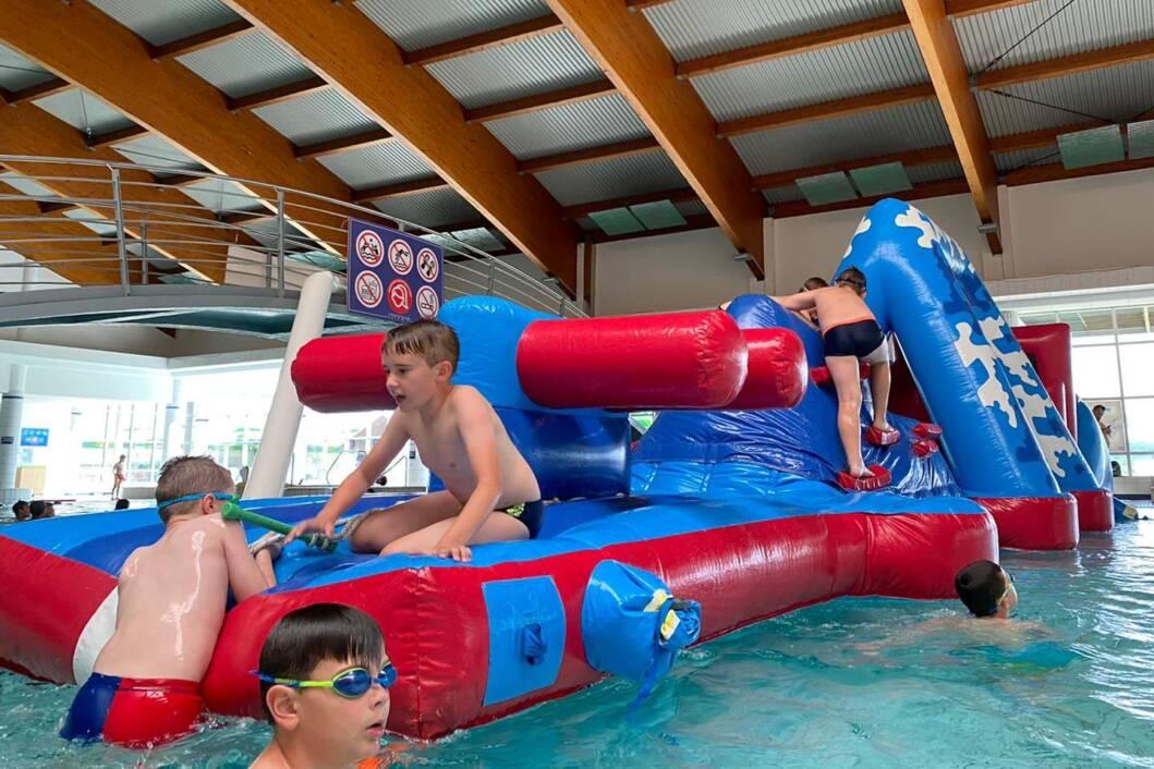 Igre na vodi na bazenima Cerine