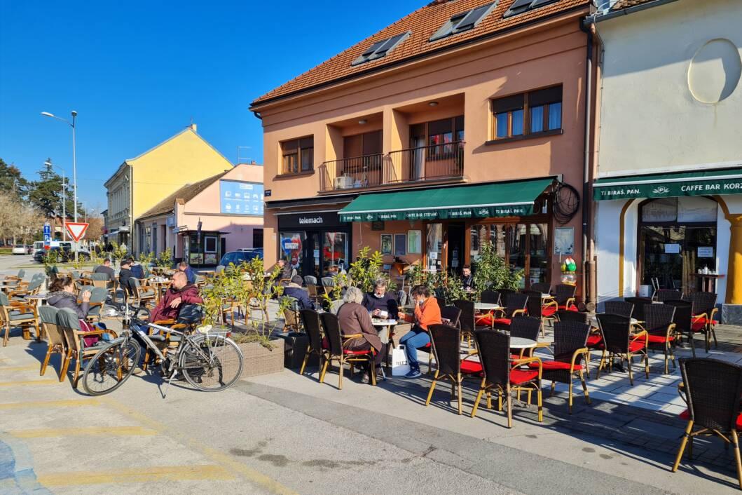 Nakon dugo vremena ljudi uživaju u kavi na terasama