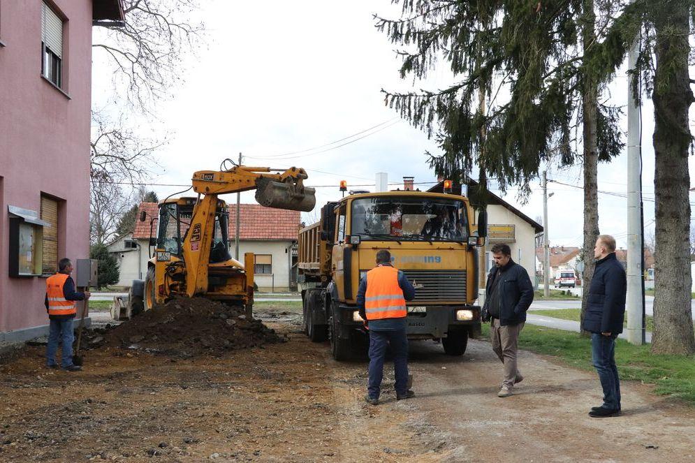 Obilazak radova oko uređenja okoliša kod Društvenog doma u Reki