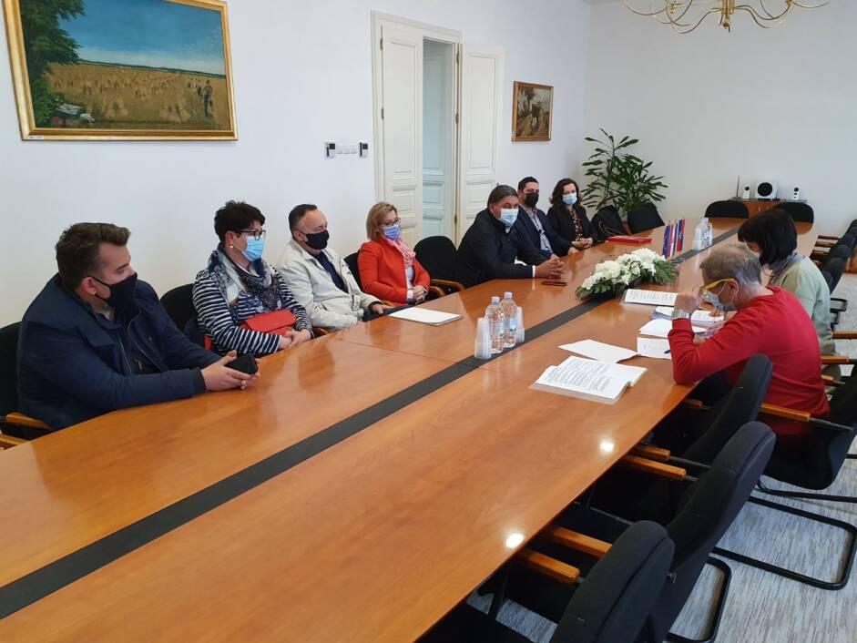 Mladen Kešer sa svojim timom na predaji liste za Županijsku skupštinu