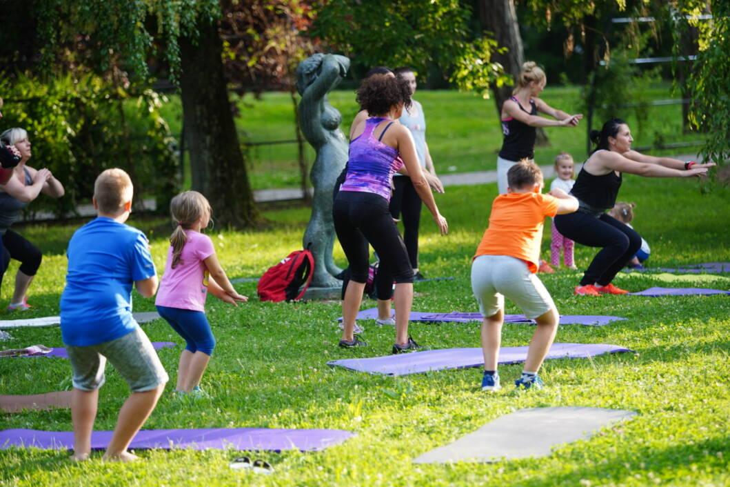 Vježbanje u Budi fit zoni u koprivničkom parku