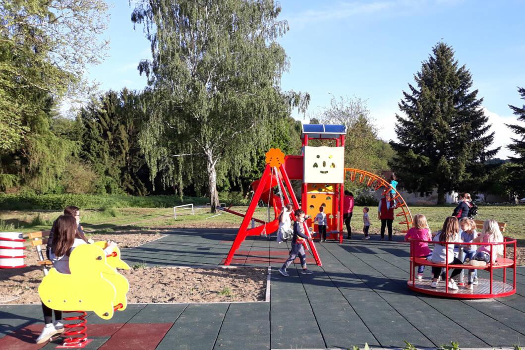 Dječje igralište u Borovljanima