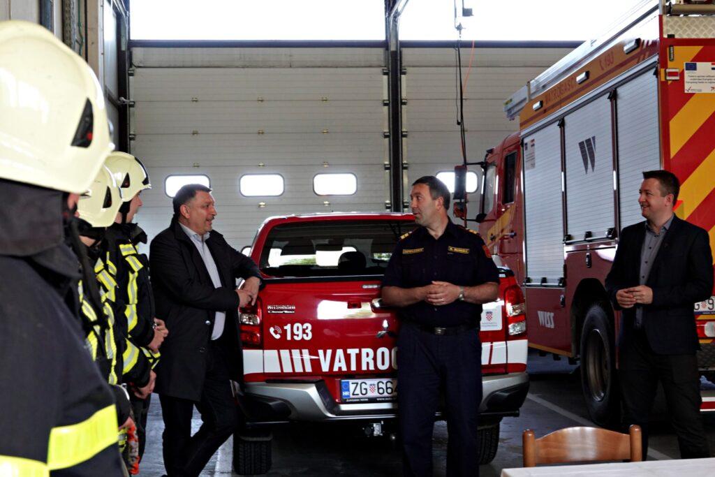 Hrvoje Janči, Matija Markešić, Željko Lacković i vatrogasci