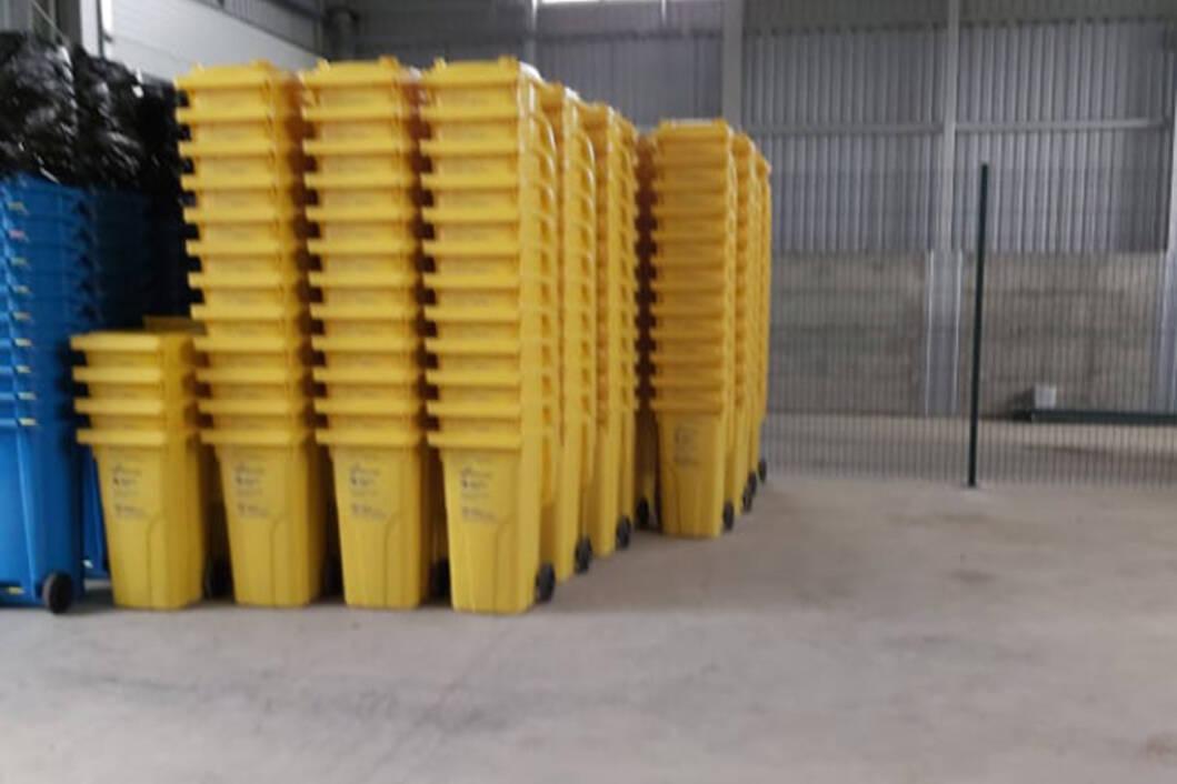 Žute kante za plastiku
