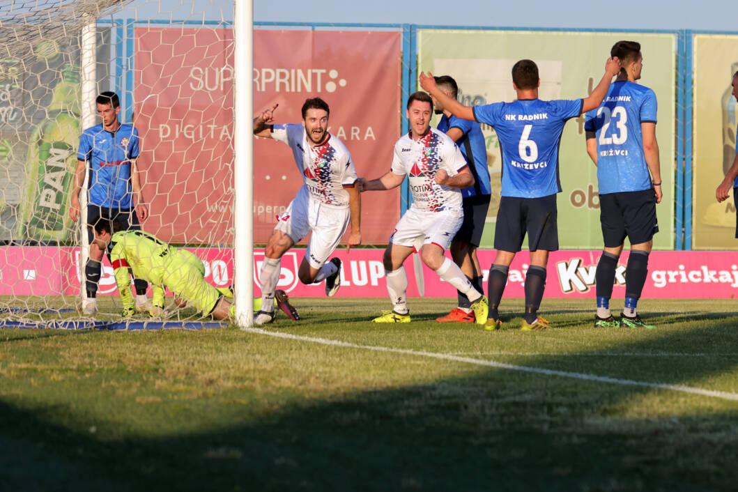 Nikola Grabar slavi pobjednički gol za svoj Borac iz Imbriovca