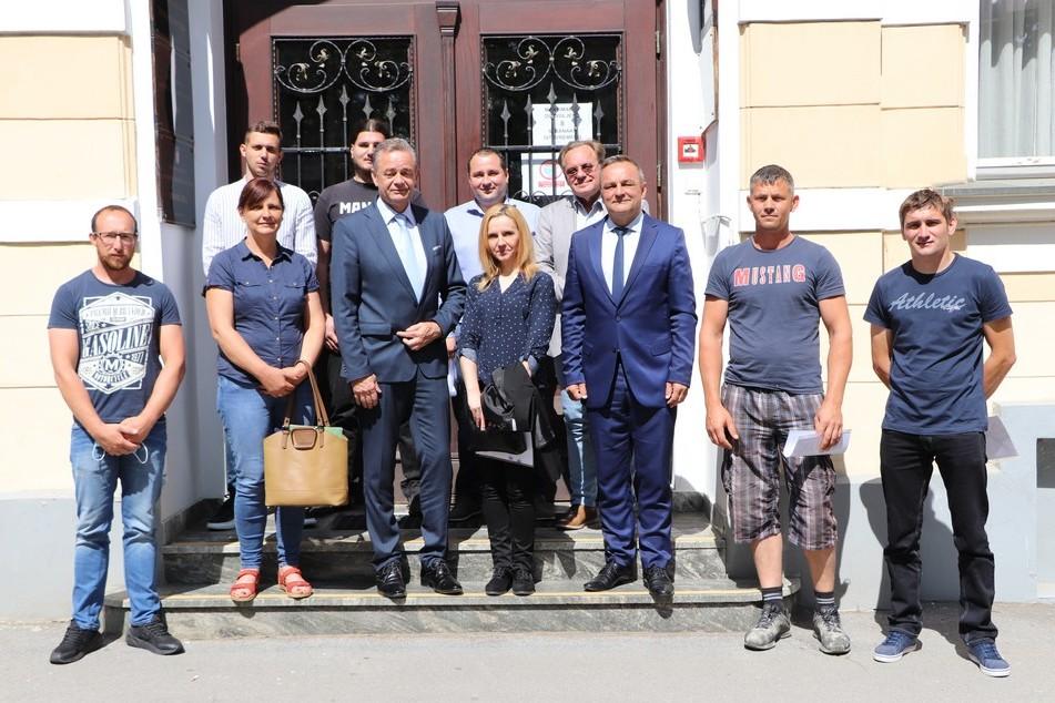 Župan Koren sa suradnicima i poduzetnicima koji su dobili potpore
