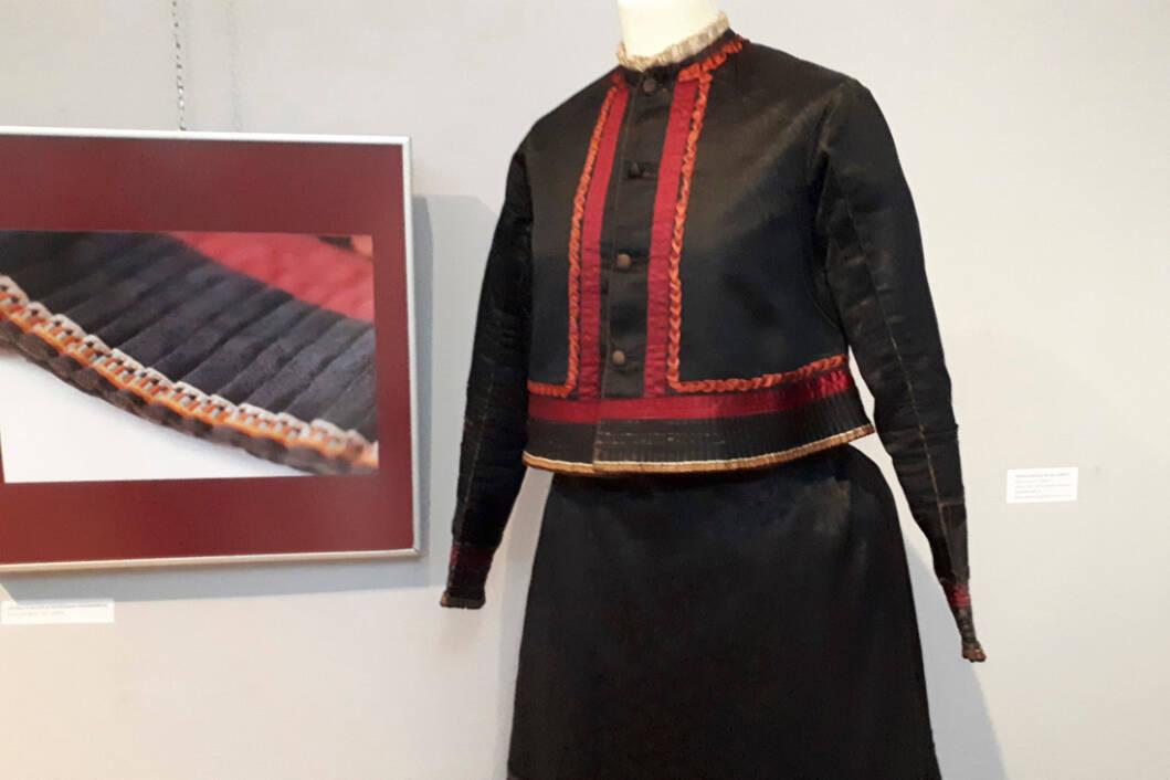Izložba Bluza - povijest mode u Podravini
