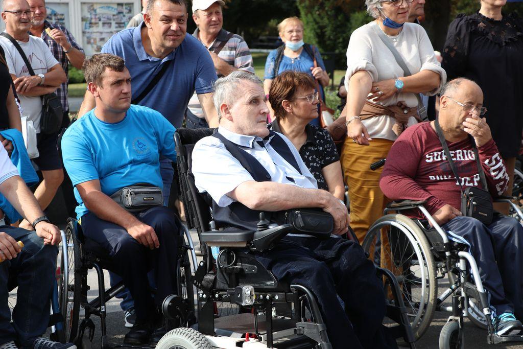 Utrka osoba u invalidskim kolicima